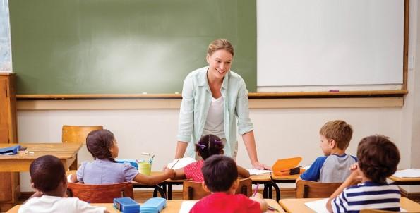 Αποτέλεσμα εικόνας για teacher in classroom